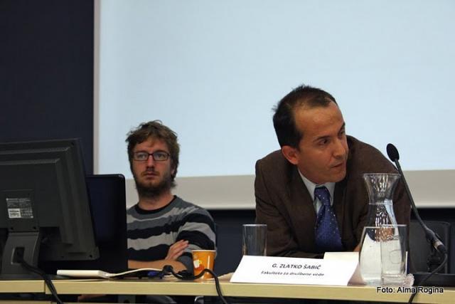 Prof. dr. Zlatko Šabič je podal svoj prispevek na posvetu